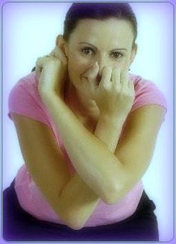ejercicios con la oreja y manos